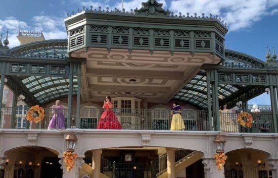 princesses train station