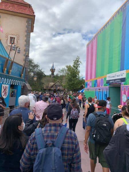 small world queue crowd