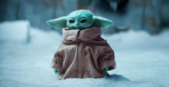 The-Mandalorian-Baby-Yoda-in-Snow (1)