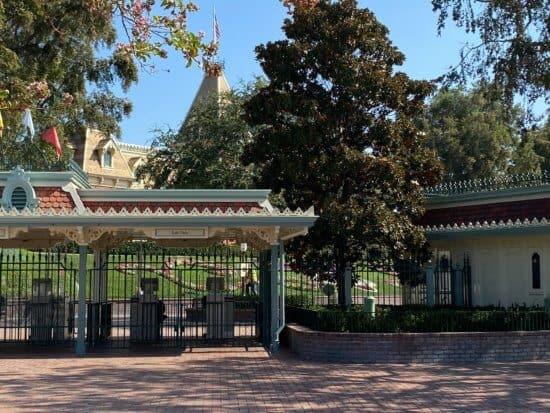 disneyland gates closed
