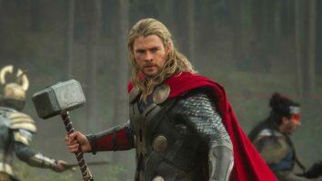 chris hemsworth as thor hammer