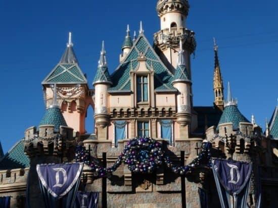Disneyland 60'ta Noel kalesi