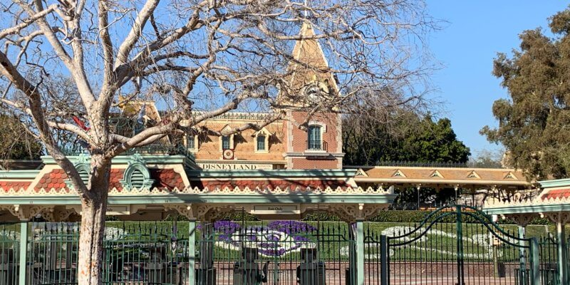 disneyland park gates closed