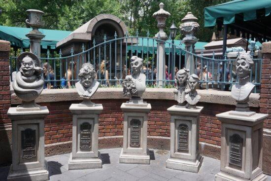 interactive haunted mansion queue at wdw