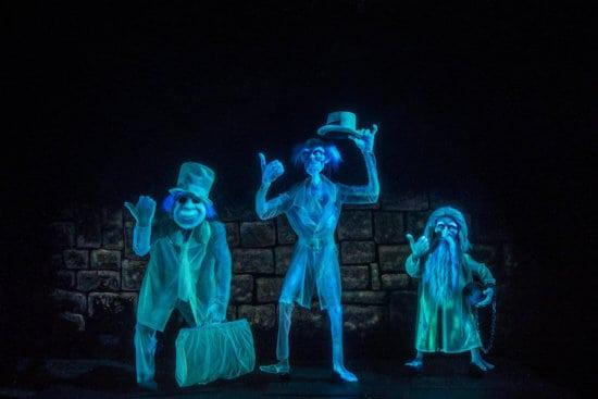 Haunted Mansion at Disneyland Park – Hitchhiking Ghosts