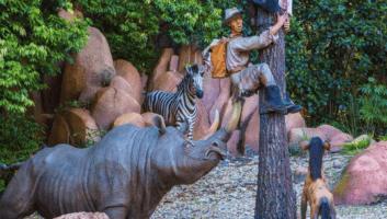 jungle cruise scene tree climber