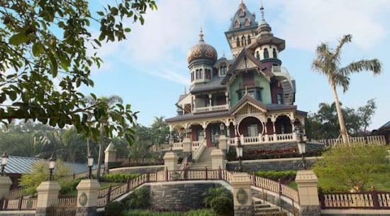 mystic manor at hong kong disnyeland