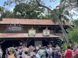 Jungle cruise FastPass sign