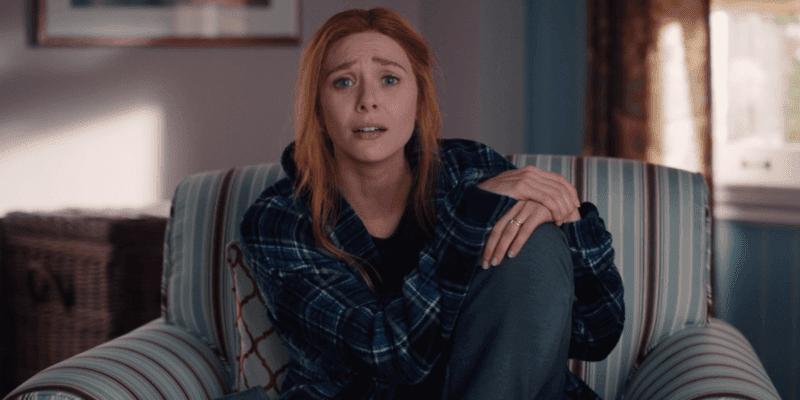 elizabeth olsen as wanda maximoff in 90s episode of wandavision
