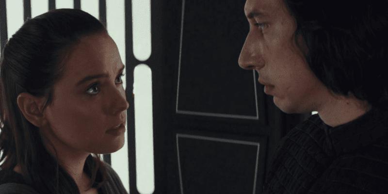 Kylo Ren ad Rey in Star Wars: Episode VII - The Last Jedi (2018)