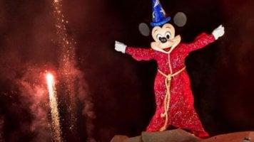mickey mouse in fantasmic!