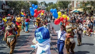 Mickey and Friends Band-Tastic Cavalcade in Disneyland