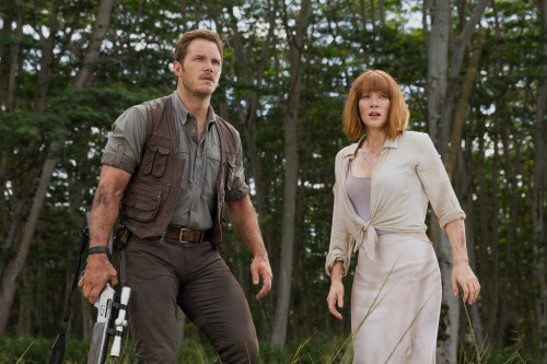 owen grady (left) and claire dearing (right) in jurassic world