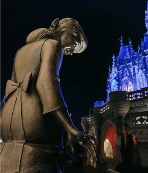 back of cinderella fountain with cinderella castle