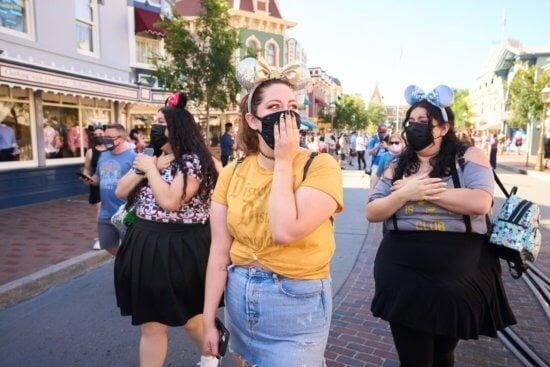 Guests wearing face masks at disneyland resort