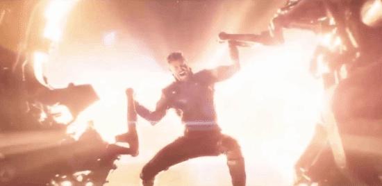 chris hemswork as thor in avnegers infinity war holding open eye of Nidavellir to make stormbreaker superhero pose