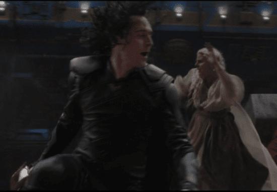 tom hiddleston as loki in ragnarok loki hair flip