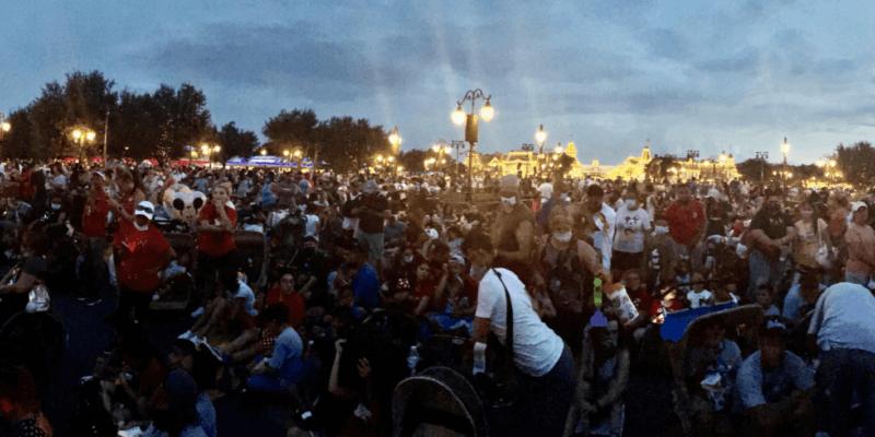magic kingdom fireworks crowd