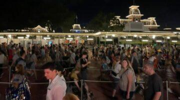 magic kingdom nighttime crowds