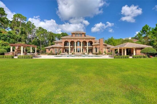 Lake Mabel Mansion Backyard